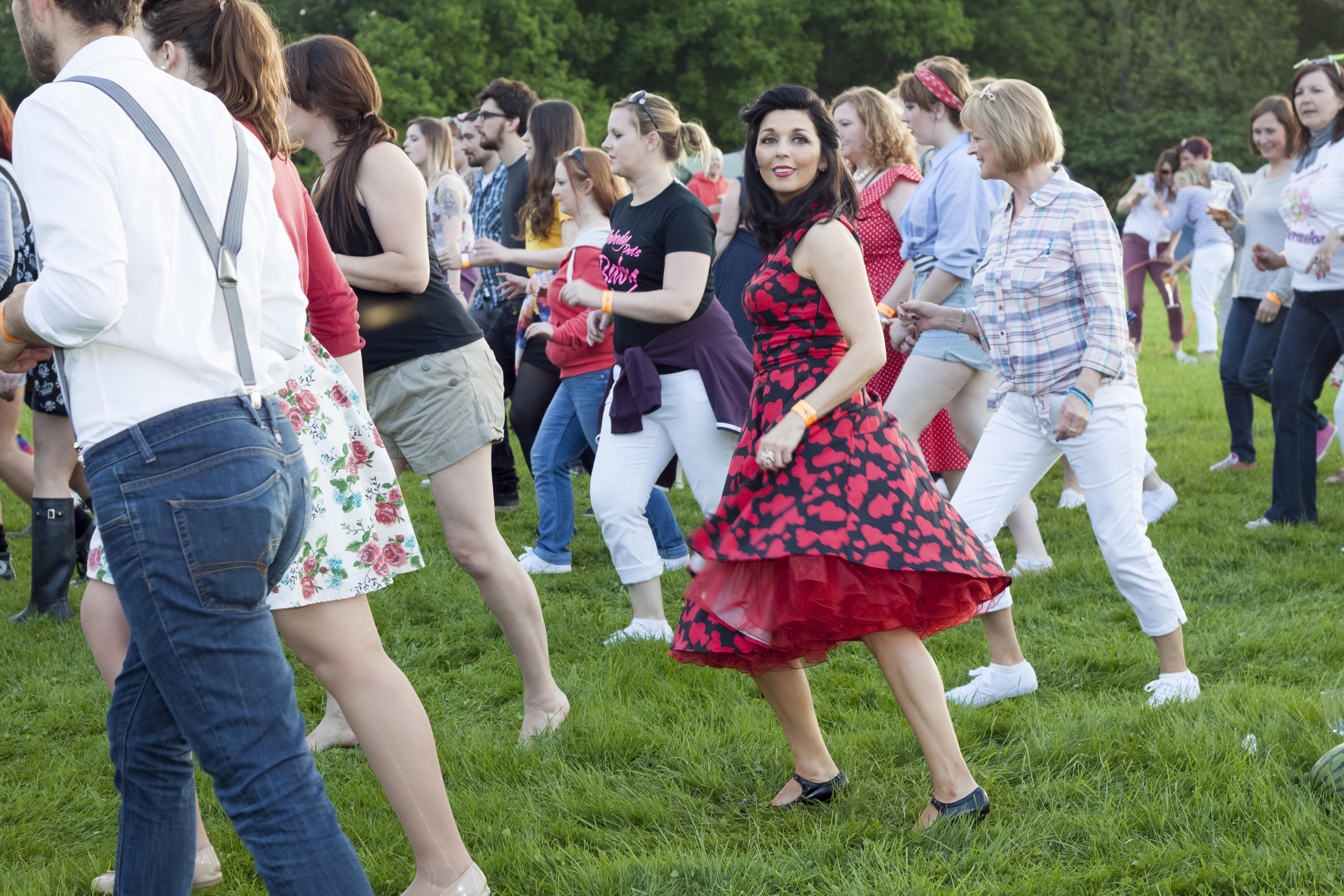 dancing crowd3